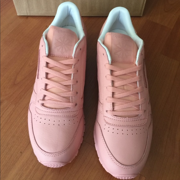 newest 71d91 a10cf New Reebok Classics Pastel Pink Sneakers NWT